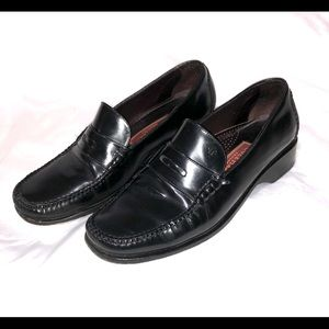 Cole Haan women's size 8 B black penny loafers.